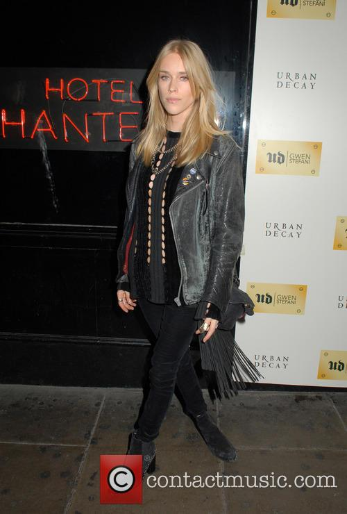 Gwen Stefani and Mary Charteris 11