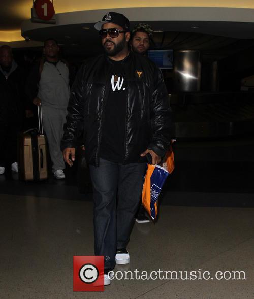 Ice Cube arrives at LAX with his son