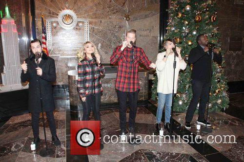 Pentatonix, Avi Kaplan, Scott Hoying, Kristie Maldonado, Mitch Garssi and Kevin Olusola 4