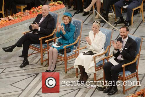 Kinh Harald V, Queen Sonja, Norwegian Crown Princess Mette Marit and Crown Prince Haakon 3