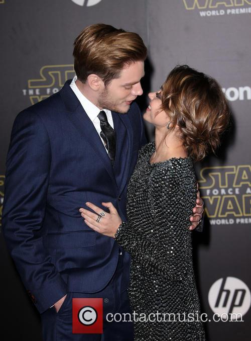 Domnic Sherwood and Sarah Hyland 3