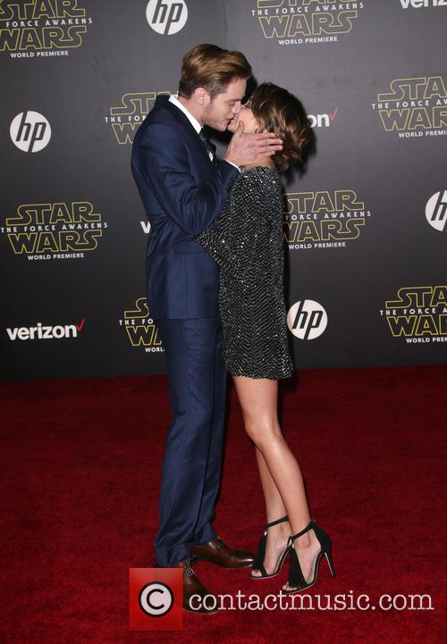 Domnic Sherwood and Sarah Hyland 4