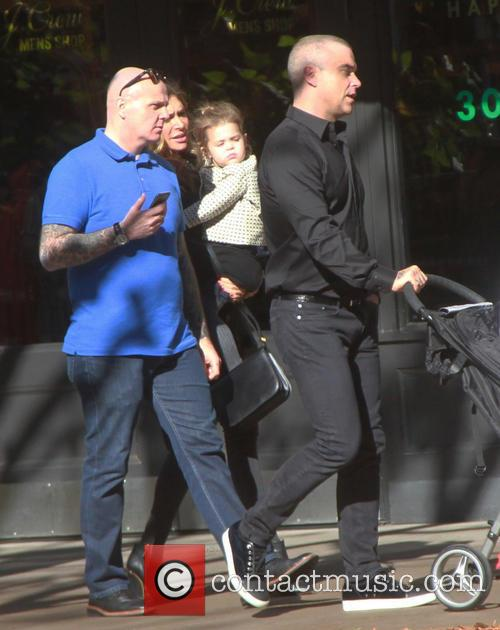 Robbie Williams, Ayda Field and Theodora Rose Williams 7
