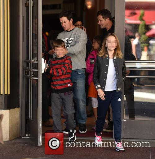 Mark Wahlberg, Michael Wahlberg and Ella Rae Wahlberg 4
