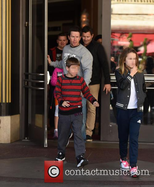 Mark Wahlberg, Michael Wahlberg and Ella Rae Wahlberg 7