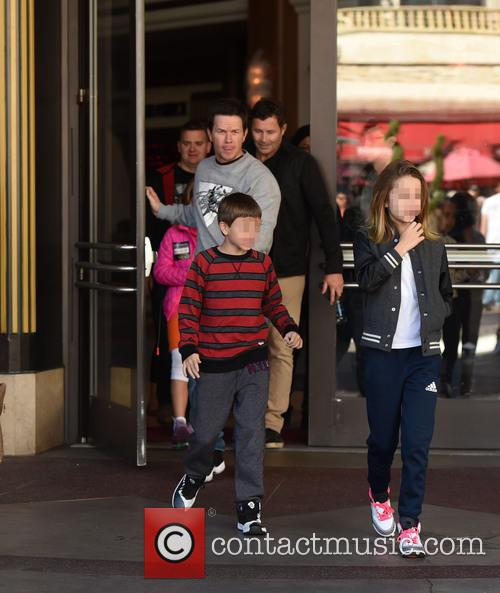 Mark Wahlberg, Michael Wahlberg and Ella Rae Wahlberg 8