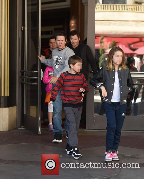 Mark Wahlberg, Michael Wahlberg and Ella Rae Wahlberg 9