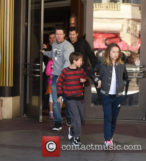 Mark Wahlberg, Michael Wahlberg and Ella Rae Wahlberg 10