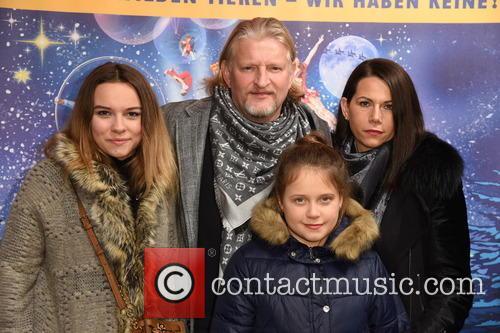 Annabell Tuenschel, Frank Kessler, Therese Tuenschel and Doreen Tuenschel 5
