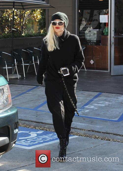 Gwen Stefani is all smiles at Planet Nails