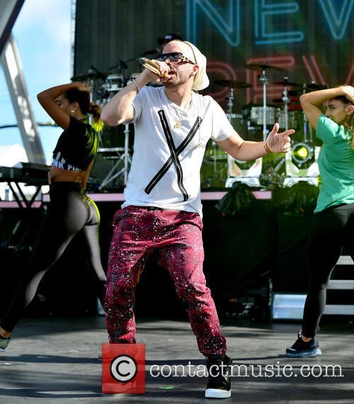 Pitbull and Yandel 9