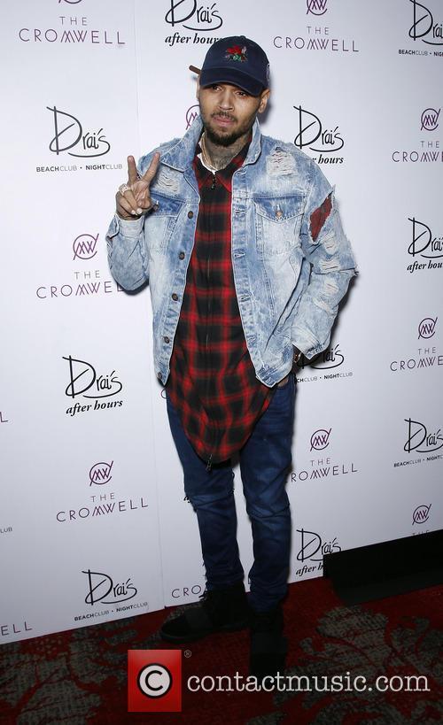 http://www.contactmusic.com/pics/ln/20160101/chris_brown_at_drais_020116_02/chris-brown-at-drais_5077481.jpg Chris Brown Overalls