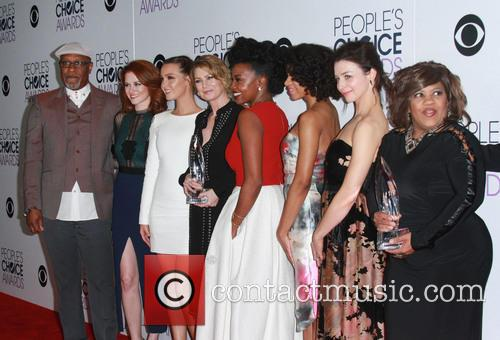 James Pickens, Jr., Sarah Drew, Camilla Luddington, Ellen Pompeo, Jerrika Hinton, Kelly Mccreary, Caterina Scorsone and Chandra Wilson 1