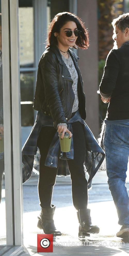 Vanessa Hudgens grabs breakfast