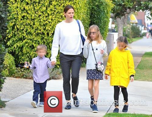 Jennifer Garner, Samuel Garner Affleck, Violet Affleck and Seraphina Rose Affleck 7