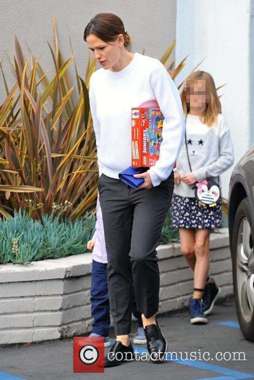 Jennifer Garner and Violet Affleck 11