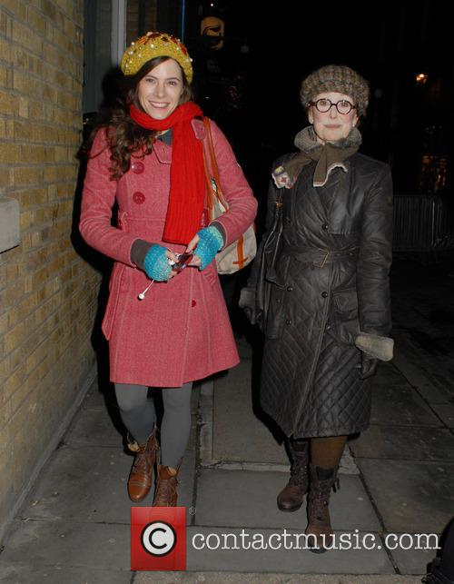Elaine Cassidy and Una Stubbs 3