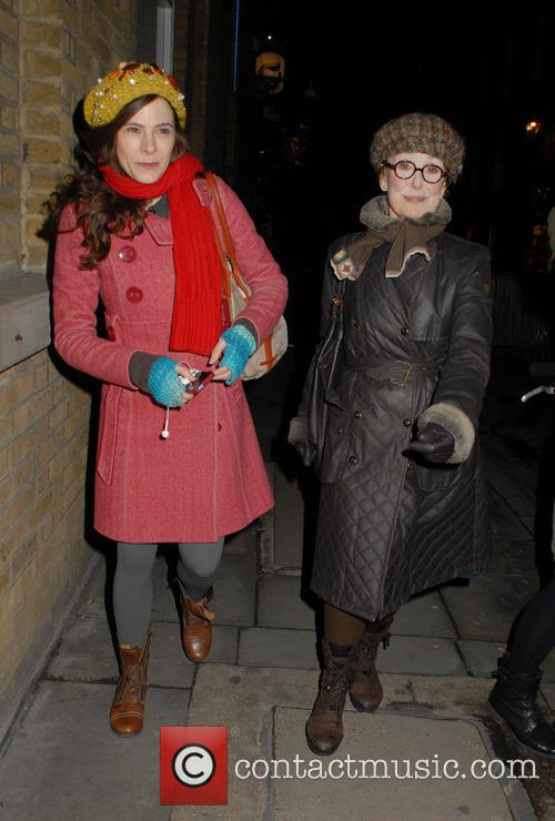 Elaine Cassidy and Una Stubbs 4