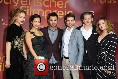 Anna Lena Klenke, Gizem Emre, Aram Arami, Lucas Reiber, Max Von Der Groeben and Jella Haase 7