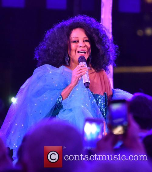 Diana Ross Performs Full Set Despite Being Injured In Car Crash