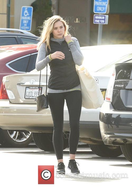Elizabeth Olsen picks up groceries at Gelson's Market