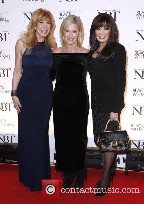 Leeza Gibbons, Olivia Newton John and Marie Osmond 4