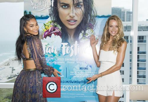Si Swimsuit Models Chanel Inman and Hannah Ferguson 2