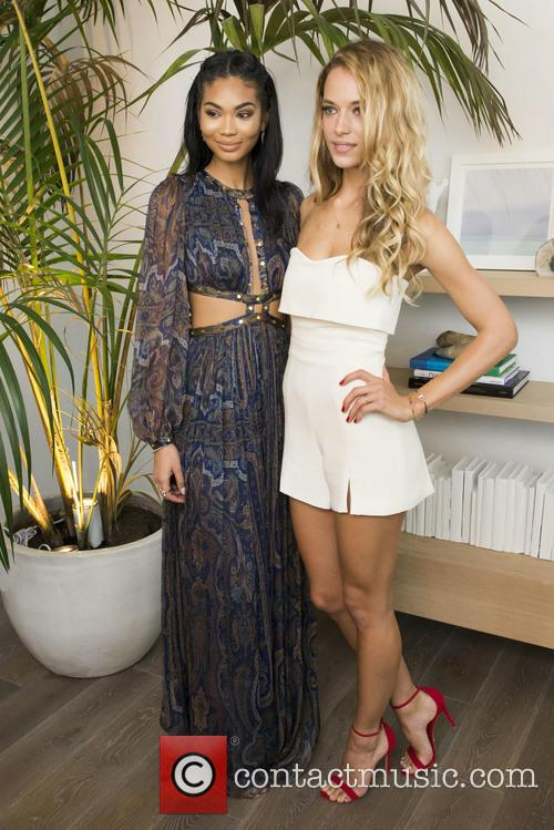 Si Swimsuit Models Chanel Inman and Hannah Ferguson 5