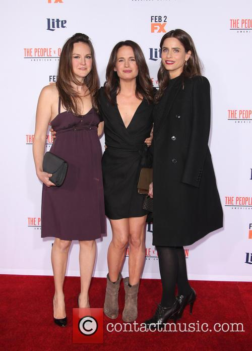 Carla Gallo, Elizabeth Reaser and Amanda Peet 1