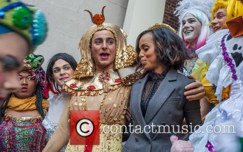 Kerry Washington and Hasty Pudding Theatricals Cast 8