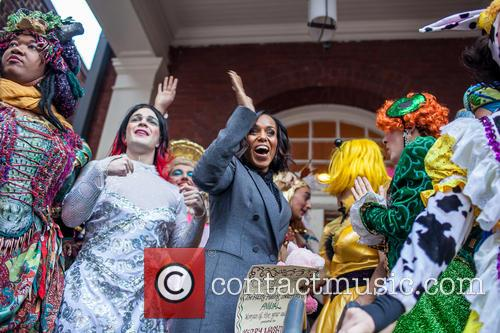 Kerry Washington and Hasty Pudding Theatricals Cast 10