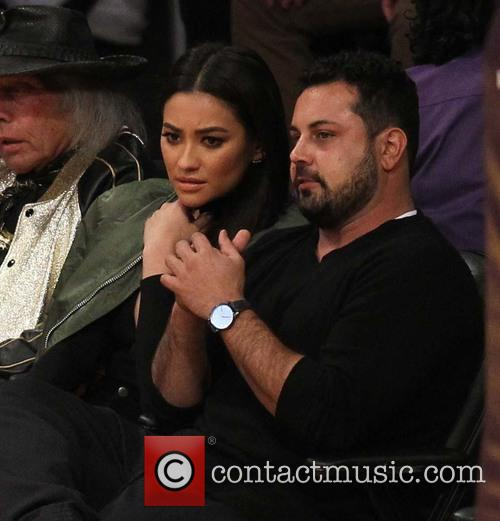Celebrities watch Chicago Bulls v Los Angeles Lakers