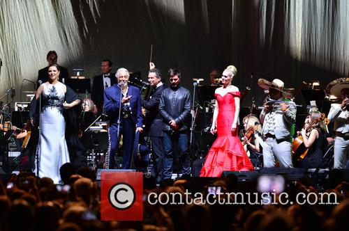 Virginia Tola, Placido Domingo, Eugene Kohn, Juanes, Micaela Oeste and Mariachi Si Senor 2