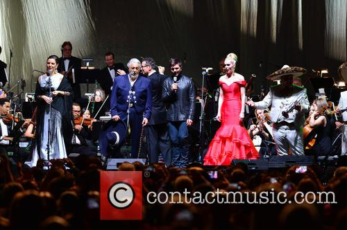Virginia Tola, Placido Domingo, Eugene Kohn, Juanes, Micaela Oeste and Mariachi Si Senor 3