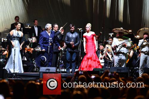 Virginia Tola, Placido Domingo, Eugene Kohn, Juanes, Micaela Oeste and Mariachi Si Senor 4
