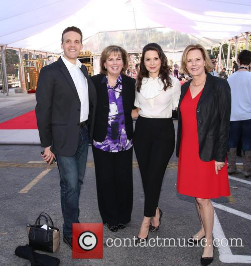 Daryl Anderson, Guest, Katie Lowes and Jobeth Williams 1