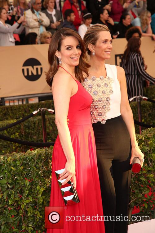 Tina Fey and Kristen Wiig 4