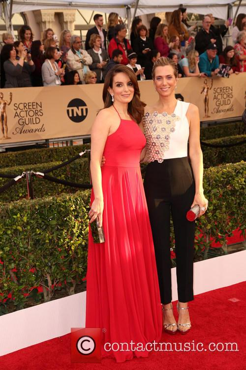 Tina Fey and Kristen Wiig 6