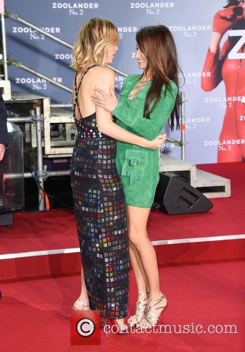 Penelope Cruz and Kristen Wiig 11