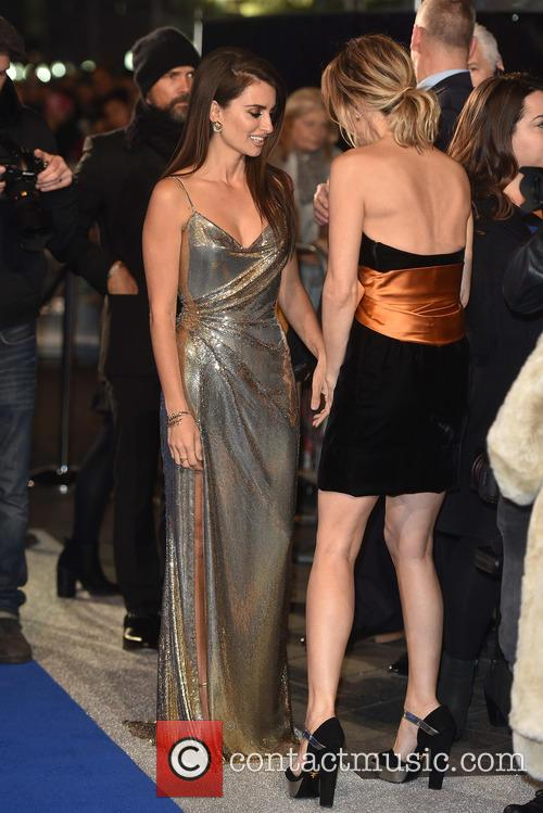 Penelope Cruz and Kristen Wiig 4