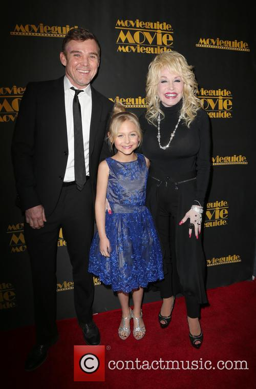 Ricky Schroder, Alyvia Alyn Lind and Dolly Parton 7