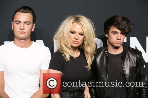 Brandon Lee, Pamela Anderson and Dylan Lee 7