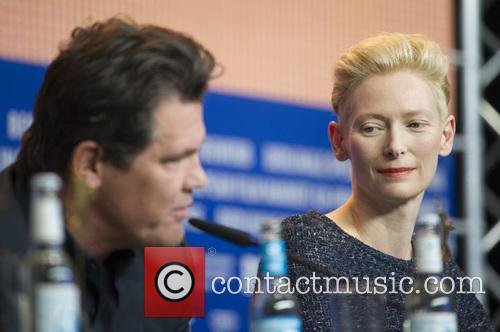 Josh Brolin and Tilda Swinton 9