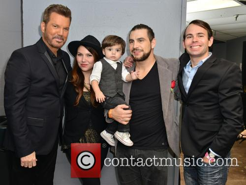 Gilberto Santa Rosa, Willy Chirino, Nicolle Chirino, Dash Moramarco, Chris Moramarco and Gianfranco Chirino 8