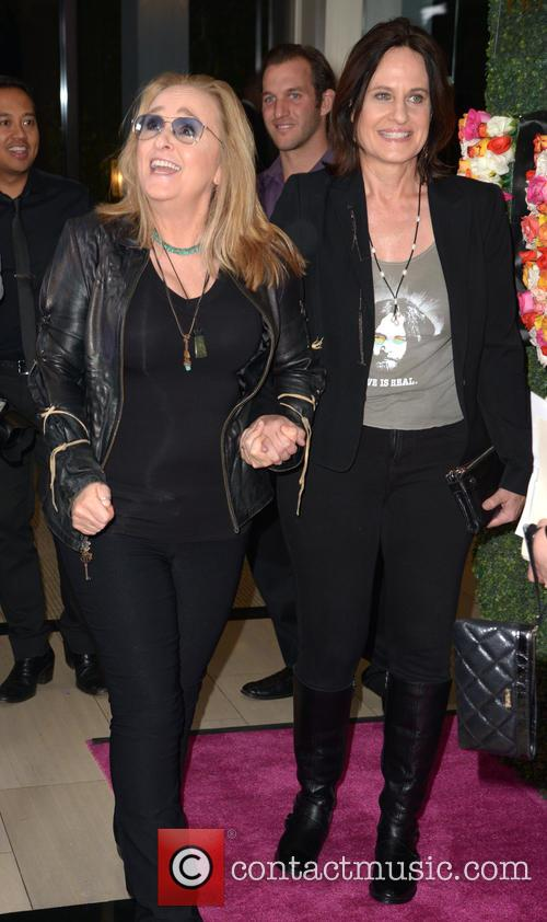 Melissa Etheridge and Linda Wallem 1