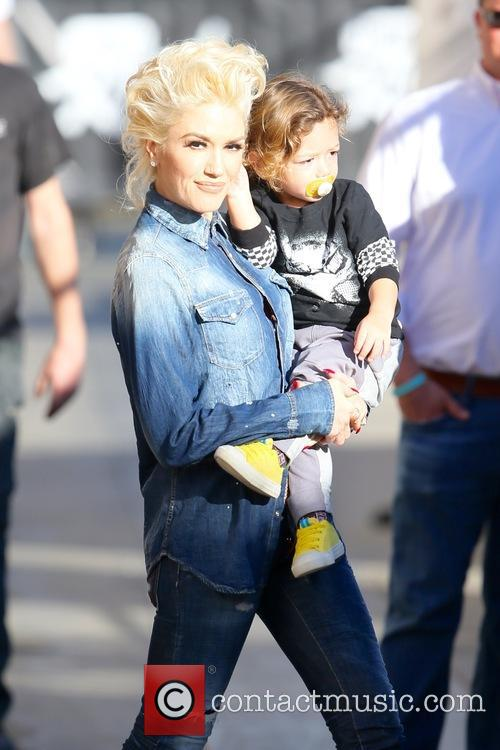 Gwen Stefani and Apollo Rossdale 9