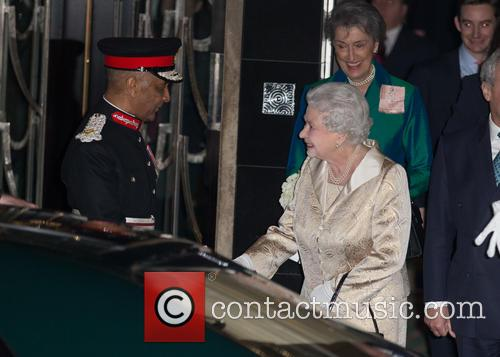 Hm The Queen and Elizabeth Ii 8
