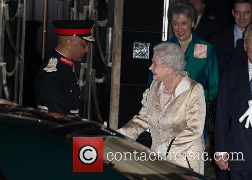 Hm The Queen and Elizabeth Ii 9