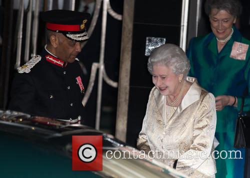 Hm The Queen and Elizabeth Ii 10