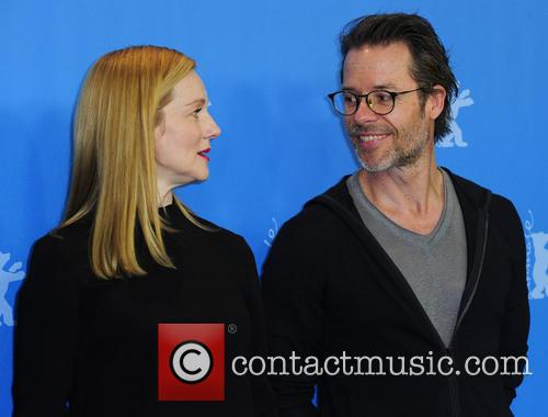 Guy Pearce and Laura Linney 3